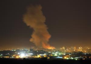 طيران الإحتلال يشن غارات على غزة
