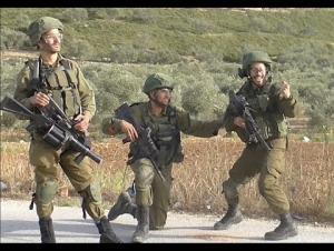 مجددا  ..  القتلة يسخرون من الدم الفلسطيني (فيديو)