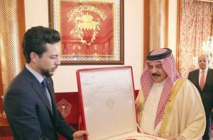 وسام النهضة البحريني لسمو ولي العهد وأوسمة من النرويج لأمراء