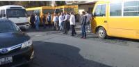 """اصحاب باصات نقل الطلاب يعتصمون امام """"النقل"""""""