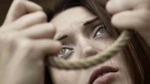 شبهة انتحار فتاة شنقاً داخل منزل ذويها