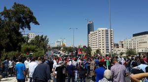 ذوو حتر امام رئاسة الوزراء يطالبون باسقاط الحكومة