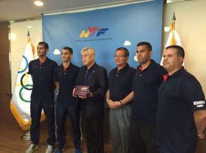 رئيس الاتحاد الدولي للتايكواندو يكرم بطلنا ابو غوش