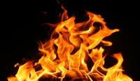 عشريني يضرم النار بنفسه في الشونة الشمالية