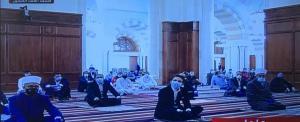 ولي العهد يشارك بأداء صلاة الجمعة