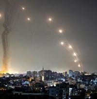قتيل اسرائيلي بالقصف الصاروخي على رامات غان في تل ابيب