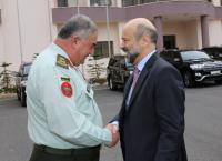 وزير الدفاع يزور القيادة العامة