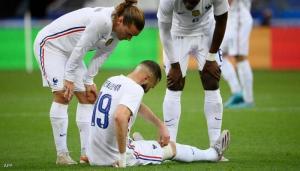 إصابة بنزيمة في الركبة ..  ومدرب منتخب فرنسا يعلق