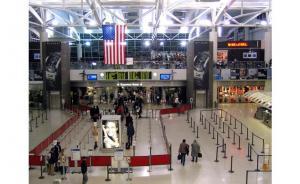 حظر جديد على السفر يعفي حاملي البطاقات الخضرا
