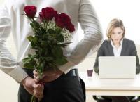 احب زميلتي في العمل ولست قادر على الزواج منها