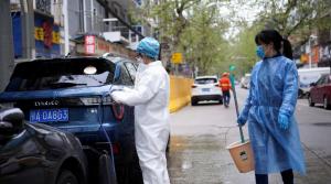 إصابات بلا أعراض تثير قلق الصين وأميركا تستعد للأسبوع الأقسى