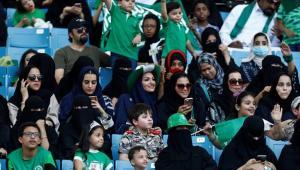 السعودية: تعليق الحضور الجماهيري في الملاعب