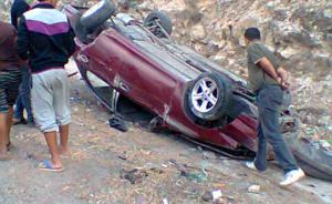 وفاة طبيب واصابة 9 من عائلته بحادث تدهور في الجيزة