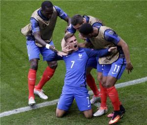 فرنسا تعبر ايرلندا لنصف النهائي