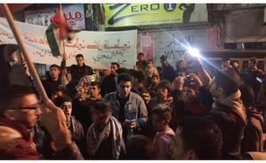 مسيرة ليلية في اربد تندد بقرار ترامب