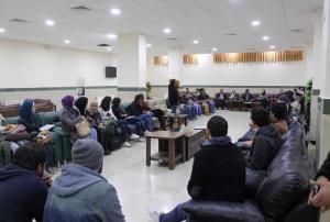 عميد كلية الصحافة في جامعة الزرقاء يلتقى طلبة الكلية