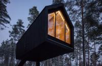 أكواخ معلقة لعلاج الهموم والقلق في فنلندا(فيديو)