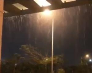امطار غزيرة وسيول في العقبة (فيديو)