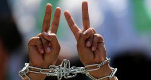 إضراب شامل بالضفة وغزة تضامنًا مع الأسرى المضربين