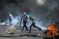 7 شهداء ومئات الجرحى في صدامات عنيفة بالضفة