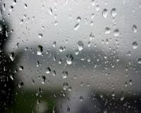 أجواء معتدلة وزخات خفيفة من المطر الجمعة
