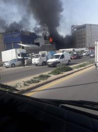 """حريق يلتهم محل """"قطع سيارات"""" في ماركا (صور)"""