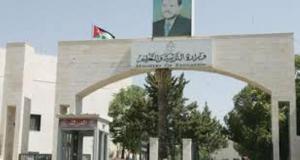 مدرسو التعليم الإضافي للسوريين يشكون تأخر الرواتب