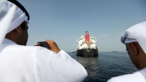 تسرب نفطي كبير بالخليج بعد تخريب 4 سفن (صور)