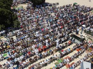120 ألف فلسطيني صلوا الجمعة بالأقصى