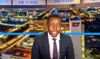 مذيع يقطع نشرة الأخبار لهذا السبب! (فيديو)