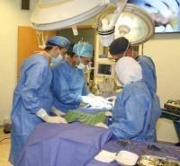 عملية لرفع المعدة واستبدال المريء لطفلة في مدينة الحسين الطبية