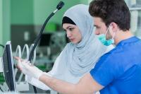 أمريكا: تراجع أعداد خريجي كليات الطب من دول مسلمة