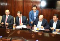 """وزير المياه والري يوقع اتفاقية تزويد """"البوتاس"""" باحتياجاتها المائية"""