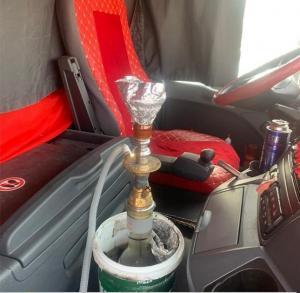 """ضبط سائق شاحنة يدخن الأرجيلة على """"الصحراوي"""""""