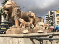 الشرطة تعتقل مواطناً حطم تماثيل الأسود في رام الله