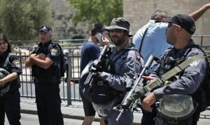 الإحتلال يطلق النار على خمسيني بحجة الخطر الأمني
