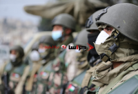"""جيشنا العربي: """"سلاحنا باليمين وانسانيتنا باليسار"""" - صور"""