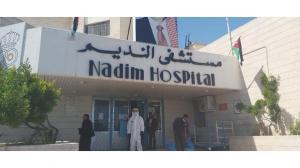 اقرباء سيدة توفيت بكورونا يحطمون محتويات مستشفى النديم
