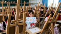 معلمة تبتكر طريقة جديدة لتحية التلاميذ (فيديو)