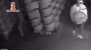 """عصابة إيطالية """"ذواقة"""" تختص بسرقة الجبن الفاخر فقط (فيديو)"""