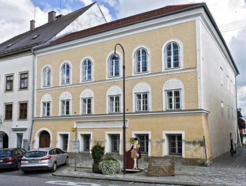 النظرة الأخيرة على منزل هتلر قبل هدمه
