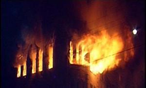 حريق يلتهم محل البسة في شارع المدينة
