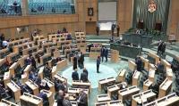 الطراونة يرد على المعشر: مجلس النواب لا يتلقى تعليمات من النقد الدولي
