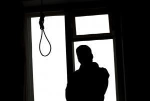 """"""" راسبة بالتوجيهي """" تحاول الانتحار من جسر مجمع الأغوار"""