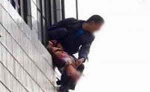 جريمة بشعة  ..  ضرب زوجته بفأس ورماها من الطابق الثالث وأحرقها !
