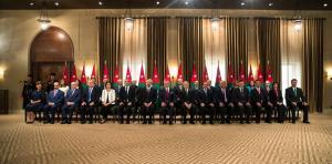 جميع الوزراء استقالوا من عضوية الشركات