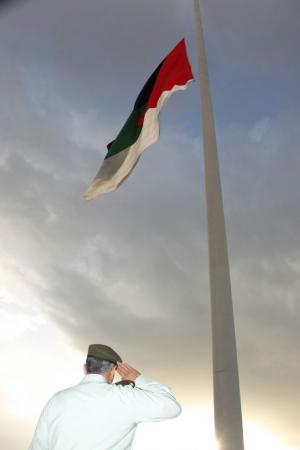 تبديل علم الثورة العربية في العقبة (صور)