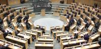 الوزير الغرايبة يتعرض للهجوم من النواب تحت القبة (فيديو)