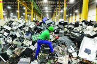 10 مليارات دولار من المخلفات الإلكترونية ترمى في جبل ضخم
