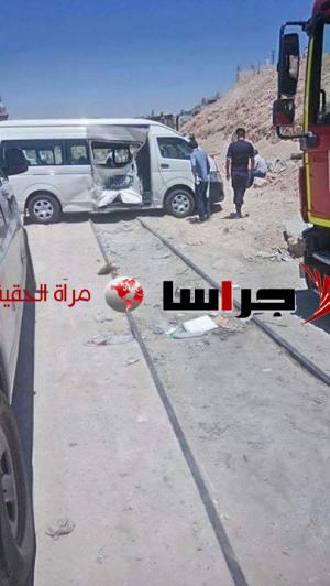 تصادم قطار مع باص ركوب صغير بجبل النصر (صور)